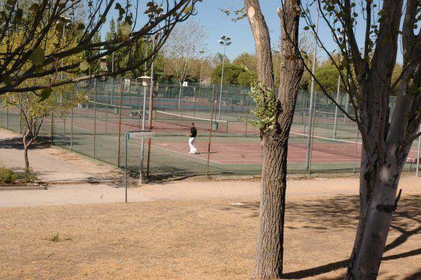 Centro deportivo municipal aluche madrid pistaenjuego for Piscina municipal aluche