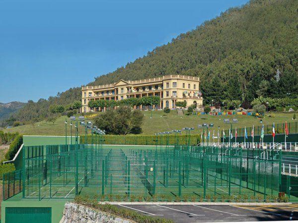Centro asturiano de oviedo tenis padel cao pistaenjuego for Piscinas la morgal