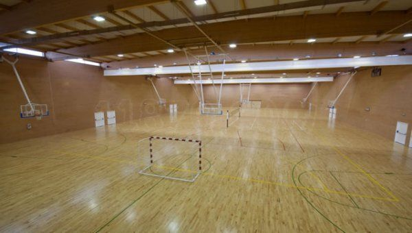 Sport center cdm las cruces madrid pistaenjuego for Gimnasio moscardo