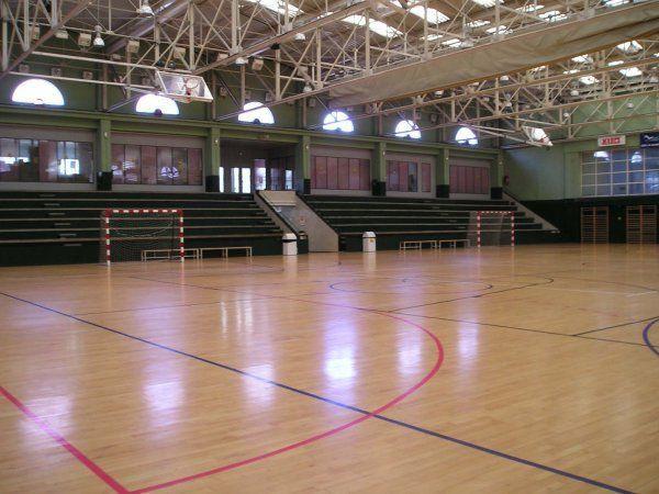 Centro deportivo municipal tri ngulo de oro madrid for Piscina triangulo de oro