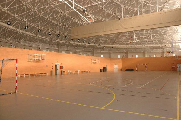 Centro deportivo municipal alfredo goyeneche madrid for Piscina municipal aluche