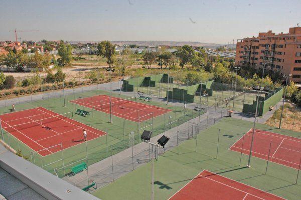Centro deportivo municipal barajas madrid pistaenjuego for Piscina municipal coslada