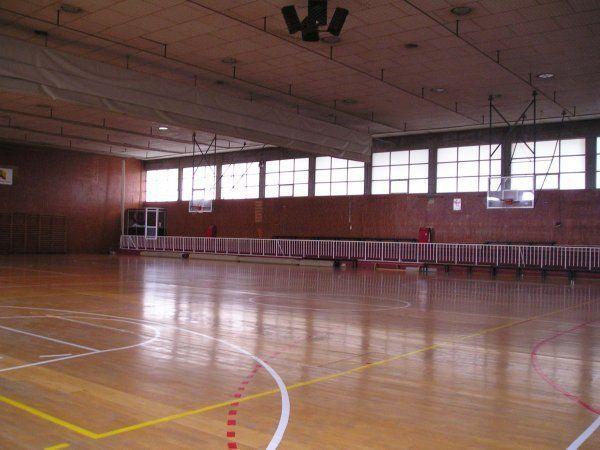 Centro deportivo municipal moratalaz madrid pistaenjuego for Piscina municipal vicalvaro