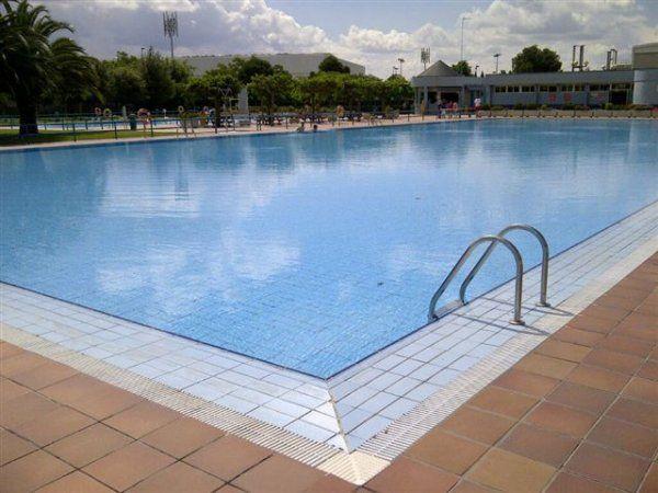 Centro deportivo municipal la granja zaragoza pistaenjuego for Piscina jose garces