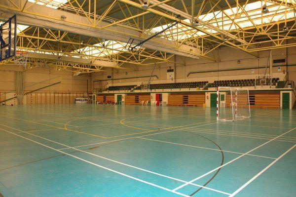 Centro deportivo municipal hortaleza madrid pistaenjuego for Piscina municipal arganzuela